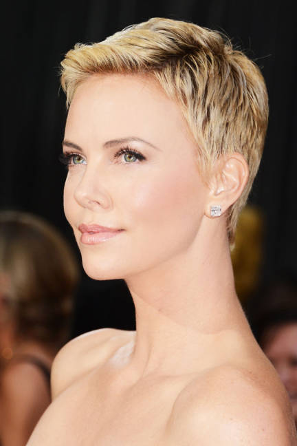 elle-2013-oscars-beauty-red-carpet-charlize-theron-xln-lgn